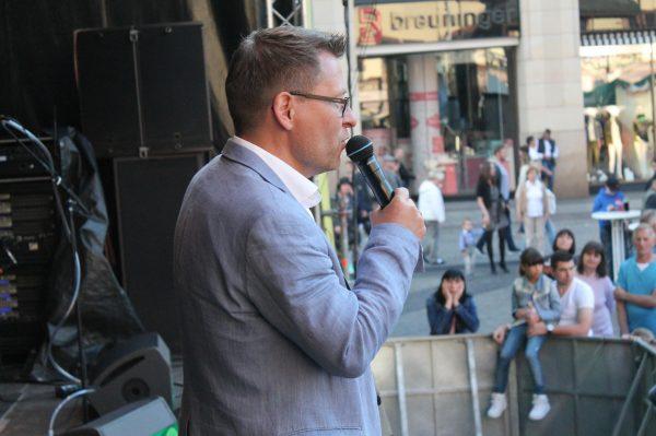 moderator-gerd-edler-beim-stadtfest-leipzig-2017-gerdedler.de